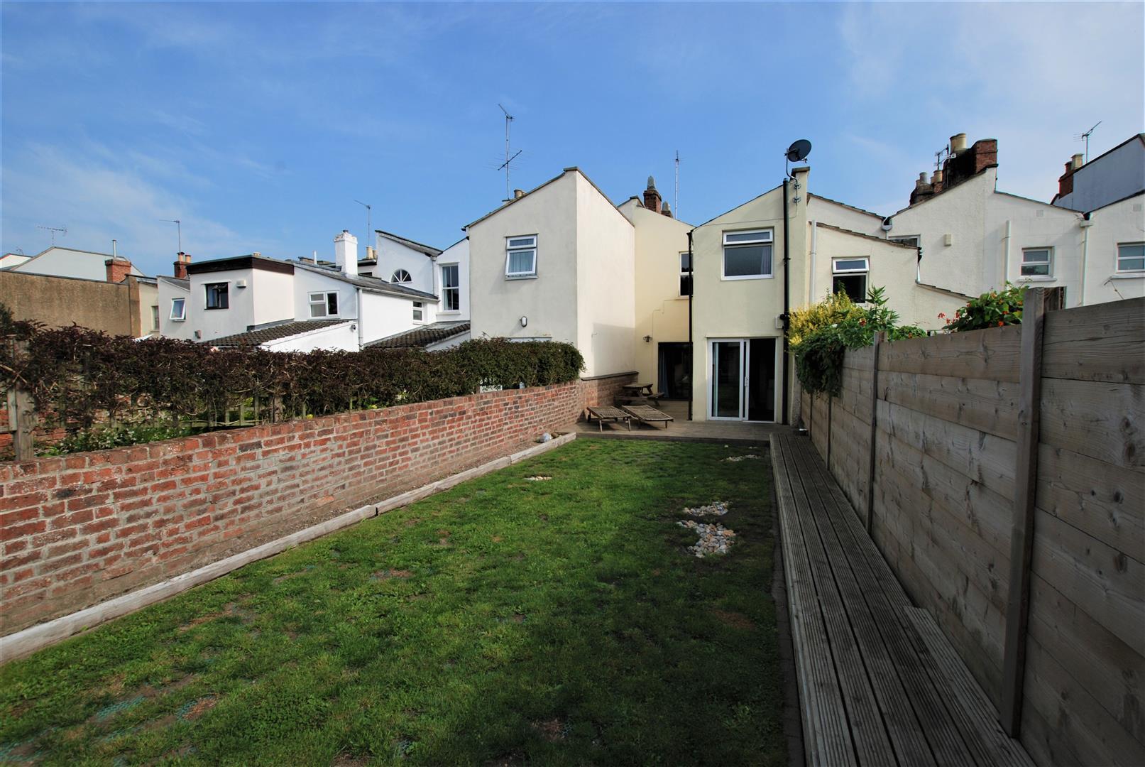 Cheltenham - 2 Bed House - Terraced